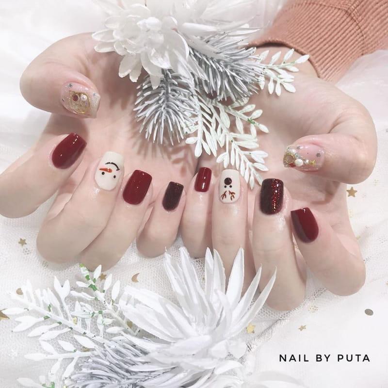 Nail by Puta.