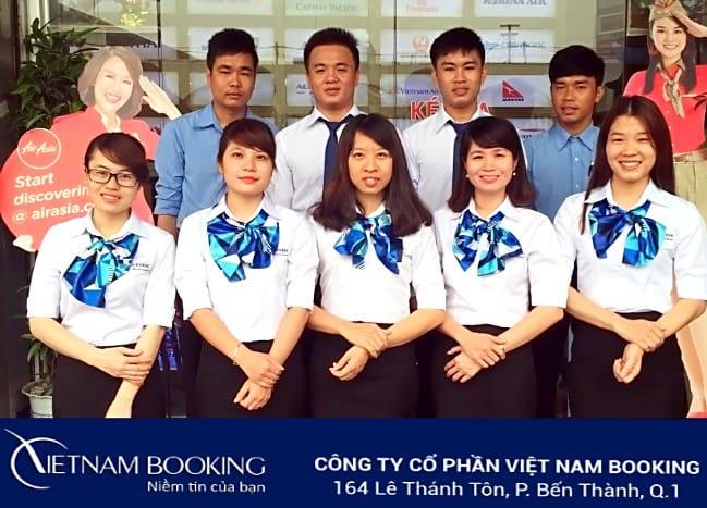 Đội ngũ tư vấn của Vietnam Booking tại văn phòng Quận 1, TPHCM